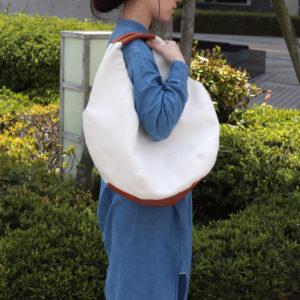 キナリの和紙帆布と丸いフォルムが可愛いバルーンバッグ