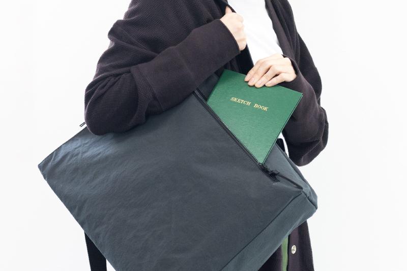 カギや定期券などをサッと取り出せるフロントポケット