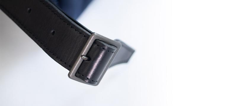 銀面を使用した輝く本革ベルトについて
