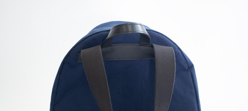 肩にフィットするショルダー設計