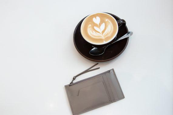 アレンジコーヒーとRootのバッグや革小物
